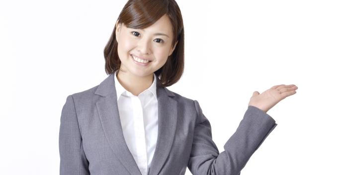 診療報酬債権ファクタリングの審査は通りやすいことを説明する女性
