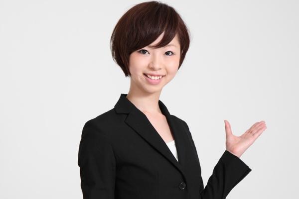 診療報酬・介護報酬ファクタリングを説明する女性